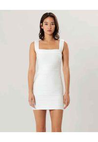 HERVE LEGER - Biała sukienka z wycięciami na plecach. Typ kołnierza: dekolt kwadratowy. Kolor: biały. Materiał: materiał. Typ sukienki: dopasowane. Długość: mini
