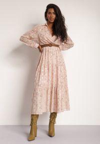 Renee - Różowa Sukienka Sachiel. Kolor: różowy. Długość rękawa: długi rękaw. Wzór: kwiaty. Długość: maxi