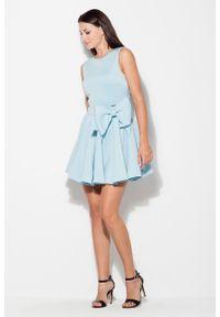 e-margeritka - Sukienka rozkloszowana z kokardą niebieska - xl. Okazja: na wesele, na ślub cywilny, na studniówkę. Typ kołnierza: kokarda. Kolor: niebieski. Materiał: poliester. Długość rękawa: bez rękawów. Typ sukienki: proste. Styl: elegancki