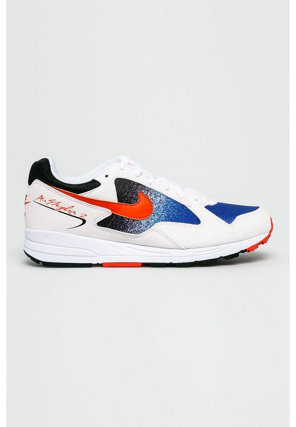 Białe sneakersy Nike z okrągłym noskiem, z cholewką, na sznurówki, trekkingowe