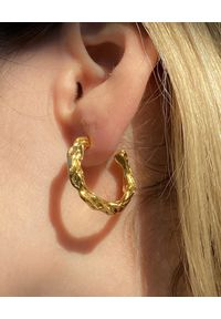 HERMINA ATHENS - Pozłacane kolczyki koła Full Moon. Materiał: pozłacane. Kolor: złoty
