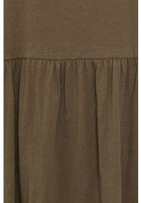 Brave Soul - Sukienka. Typ kołnierza: kołnierzyk stójkowy. Kolor: zielony. Materiał: dzianina. Długość rękawa: długi rękaw. Wzór: gładki. Typ sukienki: rozkloszowane