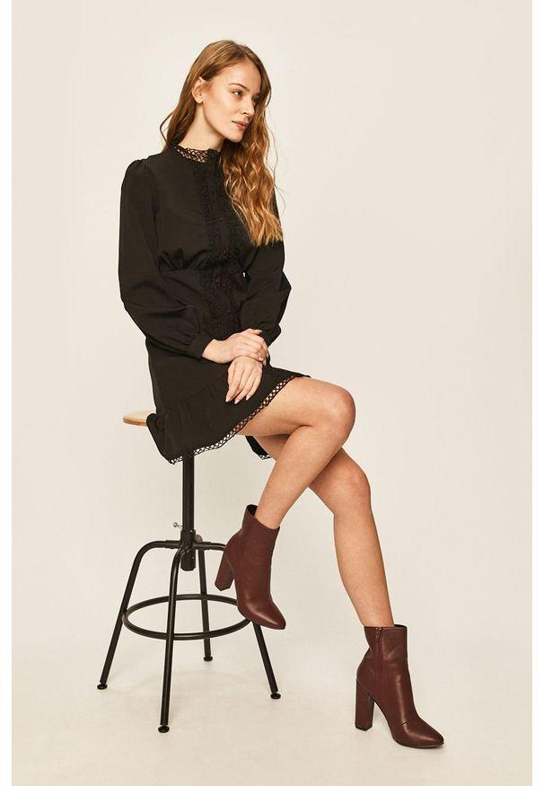 Czarna sukienka ANSWEAR casualowa, prosta, mini, na spotkanie biznesowe