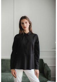 Figl - Koszulowa Bluzka z Plisowanym Dołem - Czarna. Kolor: czarny. Materiał: elastan, poliester