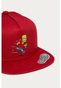 Czerwona czapka z daszkiem Vans z aplikacjami