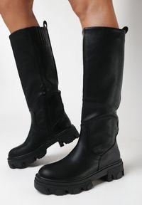 Born2be - Czarne Kozaki Dida. Wysokość cholewki: przed kolano. Nosek buta: okrągły. Zapięcie: bez zapięcia. Kolor: czarny. Szerokość cholewki: normalna. Wzór: jednolity