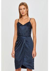 Niebieska sukienka Vila na ramiączkach, prosta