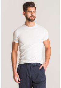 Biały t-shirt Emporio Armani w kolorowe wzory