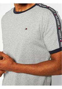 TOMMY HILFIGER - Tommy Hilfiger T-Shirt UM0UM00562 Szary Regular Fit. Kolor: szary