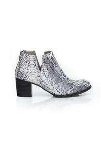 Białe botki Zapato na spacer, w kolorowe wzory, na jesień