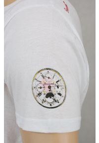 Biała Koszulka PODROZNIKA, Kompas, Piwo, Zapalniczka - Brave Soul, Męska. Okazja: na co dzień. Kolor: wielokolorowy. Materiał: bawełna. Wzór: nadruk. Styl: casual
