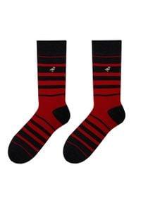 More - Szaro-czerwone skarpety męskie w paski SK111. Kolor: czerwony, wielokolorowy, szary. Materiał: bawełna, poliamid, elastan. Wzór: paski