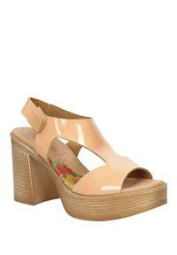 Różowe sandały Marila w kolorowe wzory, na co dzień