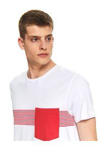 Biały t-shirt TOP SECRET z kontrastowym kołnierzykiem, casualowy, na co dzień