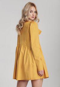 Renee - Żółta Sukienka Thessaciane. Kolor: żółty. Długość rękawa: długi rękaw. Styl: klasyczny, elegancki. Długość: mini