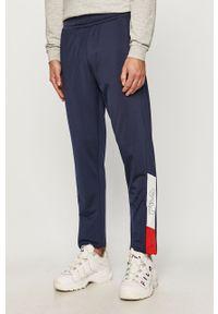 Niebieskie spodnie dresowe Fila z nadrukiem