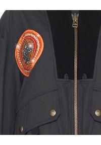 Mr & Mrs Italy - MR & MRS ITALY - Czarna kurtka bomberka. Kolor: czarny. Materiał: materiał. Długość rękawa: długi rękaw. Długość: długie. Wzór: moro, aplikacja. Sezon: lato. Styl: glamour, militarny