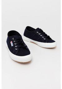 Superga - Tenisówki. Nosek buta: okrągły. Zapięcie: sznurówki. Kolor: niebieski. Materiał: guma
