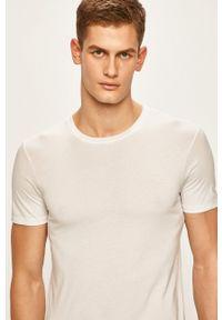 Armani Exchange - T-shirt. Okazja: na co dzień. Kolor: biały. Materiał: dzianina. Wzór: gładki. Styl: casual
