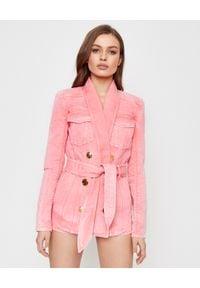 Balmain - BALMAIN - Jeansowa marynarka w kolorze różowym. Kolor: różowy, wielokolorowy, fioletowy. Materiał: jeans. Sezon: lato