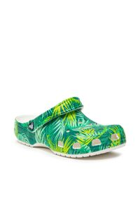 Crocs - Klapki CROCS - Classic Tropical Clog 207179 White/Multi. Kolor: zielony