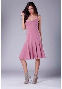 Nommo - Różowa Midi Sukienka na Ramiączkach z Falbanką. Kolor: różowy. Materiał: bawełna, poliester. Długość rękawa: na ramiączkach. Długość: midi