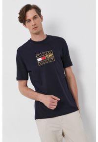 TOMMY HILFIGER - Tommy Hilfiger - T-shirt bawełniany. Okazja: na co dzień. Kolor: niebieski. Materiał: bawełna. Wzór: aplikacja. Styl: casual