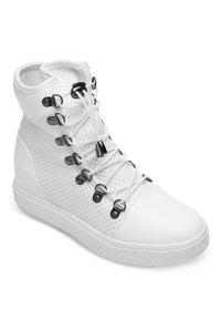 Białe buty sportowe Ideal Shoes w kolorowe wzory, na zamek