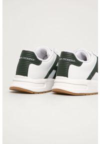 Białe sneakersy Armani Exchange na sznurówki, z okrągłym noskiem, z cholewką