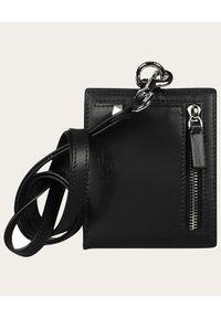 VALENTINO - Czarny portfel na pasku VLTN. Kolor: czarny. Wzór: nadruk, aplikacja #3