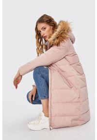Różowy płaszcz ANSWEAR wakacyjny, na co dzień
