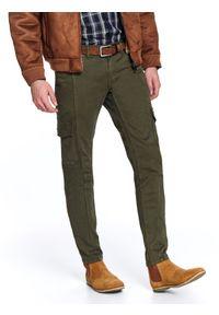 Zielone spodnie TOP SECRET w kolorowe wzory, na zimę