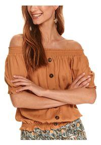 TOP SECRET - Bluzka z odkrytymi ramionami i guzikami. Okazja: do domu. Kolor: brązowy. Materiał: dzianina. Długość: krótkie. Sezon: jesień