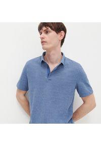Reserved - Polo regular fit - Niebieski. Typ kołnierza: polo. Kolor: niebieski