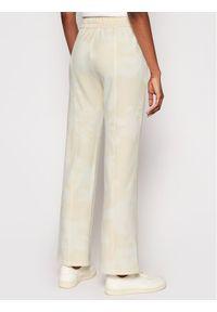 Desigual Spodnie dresowe Pintuck Camo 21SOPK10 Żółty Comfort Fit. Kolor: żółty. Materiał: dresówka