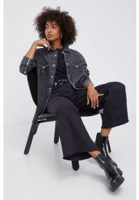 Wrangler - Koszula jeansowa. Okazja: na co dzień. Kolor: szary. Materiał: jeans. Długość rękawa: długi rękaw. Długość: długie. Wzór: gładki. Styl: casual