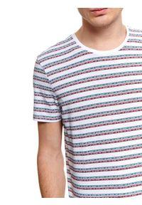 Biały t-shirt TOP SECRET z krótkim rękawem, z nadrukiem