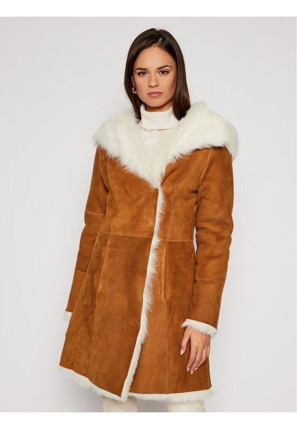 Ugg Płaszcz zimowy 1017644 Brązowy Regular Fit. Kolor: brązowy. Sezon: zima