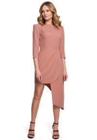 MOE - Dopasowana Sukienka z Asymetrycznym Dołem - Różana. Kolor: różowy. Materiał: poliester, elastan. Typ sukienki: asymetryczne