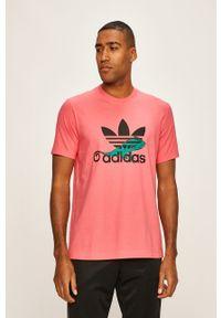 Różowy t-shirt adidas Originals casualowy, z nadrukiem