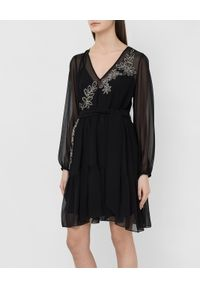 TwinSet - Sukienka z żorżety z haftem Twinset. Typ kołnierza: dekolt w kształcie V. Kolor: czarny. Materiał: poliester. Wzór: haft. Typ sukienki: rozkloszowane