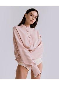 DOLLINA - Różowa koszula oversize Astrea. Kolor: różowy, fioletowy, wielokolorowy. Materiał: wiskoza. Długość: długie