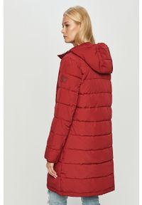Czerwona kurtka Wrangler na co dzień, z kapturem
