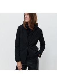 Czarna kurtka Reserved klasyczna
