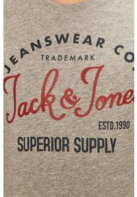 Szary t-shirt Jack & Jones z nadrukiem, casualowy, na co dzień, z okrągłym kołnierzem