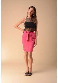 Różowa spódnica ołówkowa Nommo