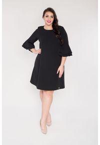 Czarna sukienka dla puszystych Moda Size Plus Iwanek plus size, w kolorowe wzory, na randkę