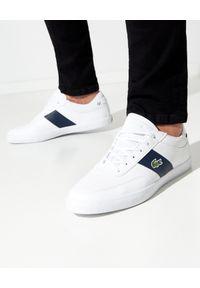 Lacoste - LACOSTE - Białe sneakersy z haftowanym logo COURT-MASTER. Kolor: biały. Materiał: materiał, poliester. Wzór: haft