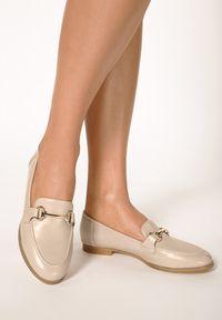 Born2be - Beżowe Mokasyny Cortez. Nosek buta: okrągły. Zapięcie: bez zapięcia. Kolor: beżowy. Szerokość cholewki: normalna. Wzór: aplikacja. Wysokość cholewki: przed kostkę. Obcas: na obcasie. Styl: klasyczny, elegancki. Wysokość obcasa: niski