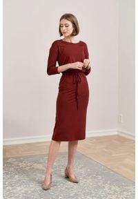 Marie Zélie - Sukienka Elwina ceglasta. Okazja: na co dzień. Kolor: czerwony. Materiał: tkanina, guma, dzianina, elastan, wiskoza, materiał. Długość rękawa: krótki rękaw. Typ sukienki: proste. Styl: casual